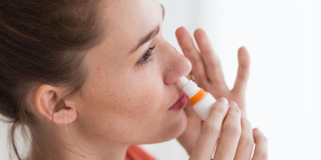 quão eficaz e seguro é o spray nasal omnaris no tratamento da rinite alérgica
