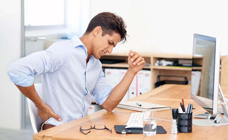 dicas de guia de alívio para lidar com a dor nas costas enquanto está sentado em pé levantando a condução