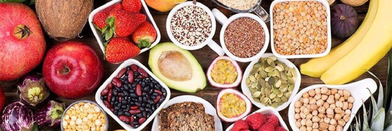 Quais são os melhores alimentos ricos em fibra para comer e quais são os seus benefícios para a saúde