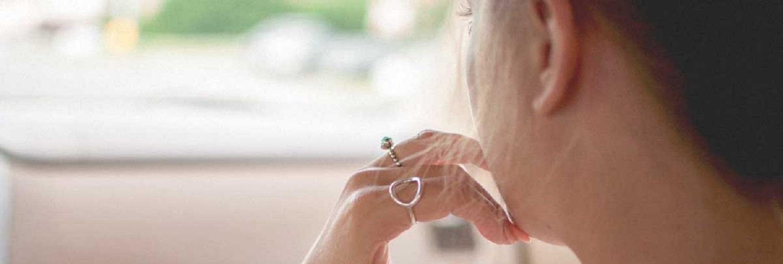 o que causa dermatophagia e como é tratado