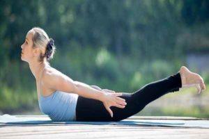 5 exercícios de alongamento para os ombros apertados