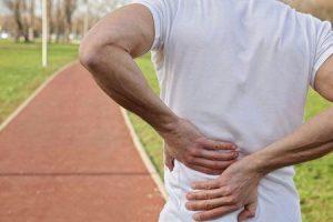 8 exercícios aquáticos para dores nas costas