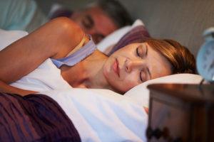 9 maneiras de ajudar a dormir com a boca fechada