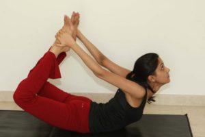 Como fazer Merudandasana ou a postura da coluna vertebral