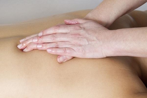 Massagem para alívio da dor no quadril