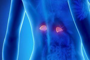 O que é adenoma adrenal e como é tratado?