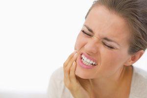 O que é o soquete seco ou osteite alveolar e como é tratado?