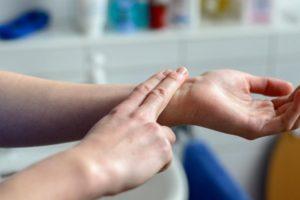 O que causa a queda de pulso e qual é o tratamento?