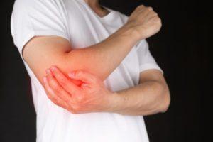 O que causa dor queimando no cotovelo e como é tratado?