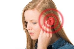O que causa o som crepitante nos ouvidos