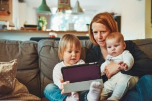 O que pode afetar o desenvolvimento da linguagem em crianças?