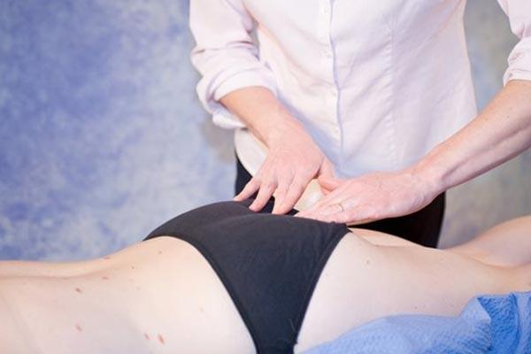O que pode causar dor no glúteo ou dor na bunda?
