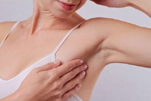 O que pode causar o inchaço dos linfonodos axilares?