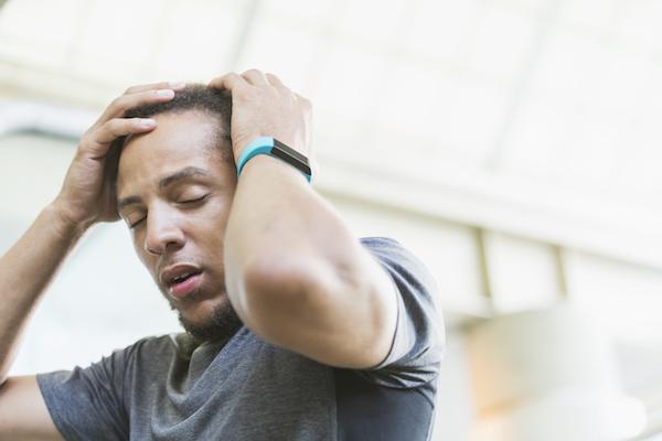 O que pode causar uma breve perda de consciência e é um sinal de AVC?