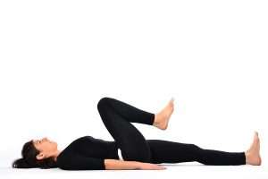 Passos para fazer Pada Sanchalanasana ou Cycling Yoga Pose