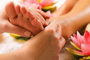 Pontos de pressão de reflexologia nas mãos e pés
