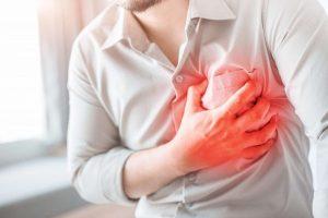 Quais são os sintomas da endocardite bacteriana?