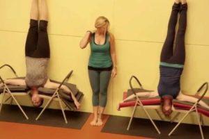 Shirshasana (Headstand) Versus Terapia de Inversão Usando Tabela de Inversão