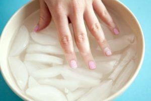 Sintomas e tratamento de unhas pontiagudas ou cavadas