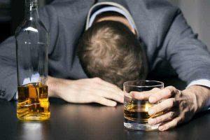 Você pode beber álcool com a doença de Parkinson?
