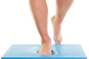 benefícios de se levantar em uma perna ou em um exercício de postura de perna