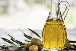 benefícios do azeite de oliva para rosto e saúde da pele