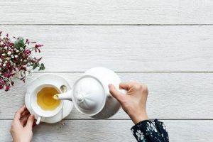 benefícios e efeitos colaterais do chá de crisântemo
