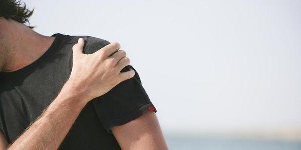 causas e tipos de luxação da articulação do ombro