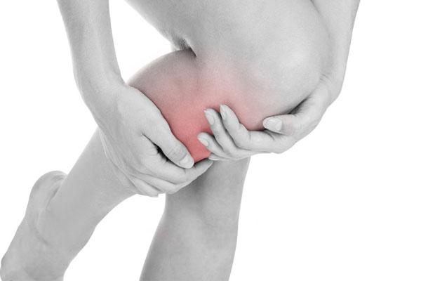 Na foto da sangue perna de coágulo