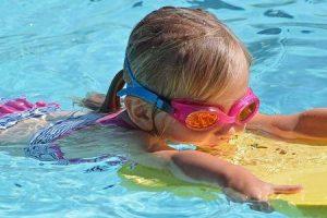 como evitar a orelha de nadadores