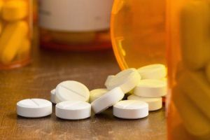 epidemia de opiáceos dependência de opióides em indivíduos com dor aguda dor crônica e uso recreativo