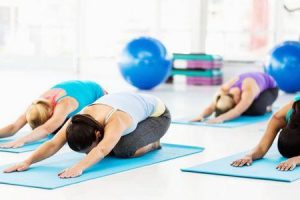 exercícios e poses de ioga para controlar o açúcar no sangue