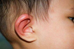 gânglios linfáticos inchados atrás das orelhas