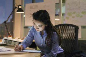 impacto de trabalhos sedentários na postura e conseqüências