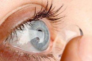 infecção por lentes de contato