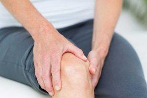 joelhos doloridos que causa dor no joelho e como é tratado