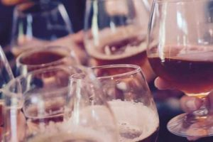 o álcool pode causar a doença de Parkinson