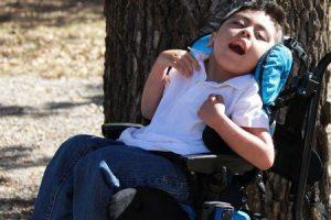 o que é esquizencefalia