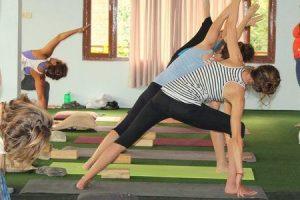 o que é iyengar yoga seus benefícios e como é diferente de outros estilos de yoga