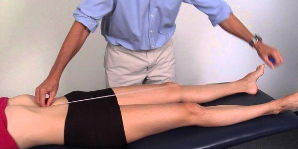 o que causa discrepância no comprimento das pernas e quais são seus sinais de sintomas