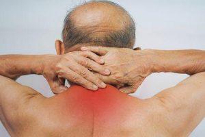 o que causa ombro arredondado e como se livrar dele
