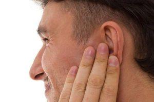o que causa sensação de queimação no ouvido