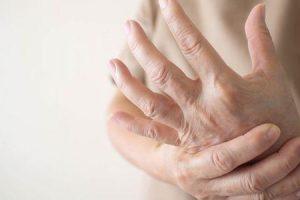 o que pode causar a síndrome de raynauds
