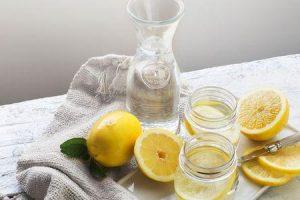 principais benefícios de beber água de limão na manhã