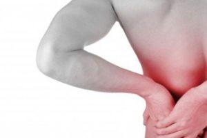 q e uma dor lombar incapacitante devido a espasmos musculares ou tensão dos músculos das costas ou faceta dor nas articulações