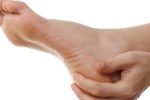 sensação de queimação nos pés