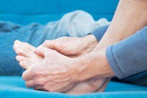sintomas e causas da retenção de água devido a doença renal
