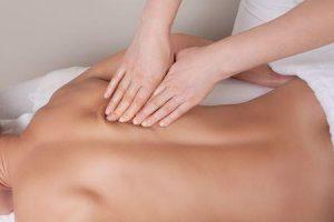 Massagem terapêutica para músculos espasmo tensão dor profunda tecido massagem benefícios e contra-indicação