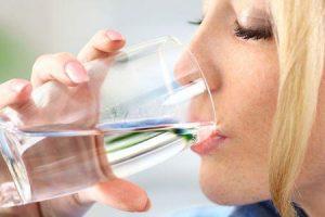 Por que você sente sede quando come alimentos ricos em sódio