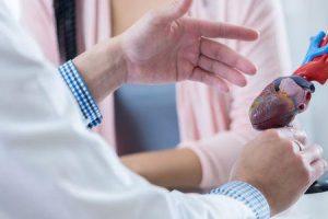 Quais são os sintomas de uma válvula cardíaca com vazamento
